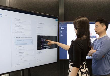 현대카드 직원들이 AI-ARS 서비스를 점검하고 있다.(출처=현대카드∙현대캐피탈 뉴스룸)