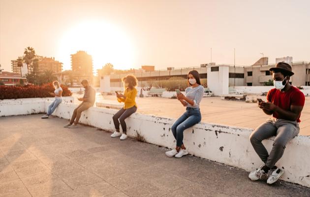 코로나로 인해 사람들간의 직접적인 소통이 단절되면서 소셜미디어를 통한 소통을 찾는 사람들이 늘어나고 있다