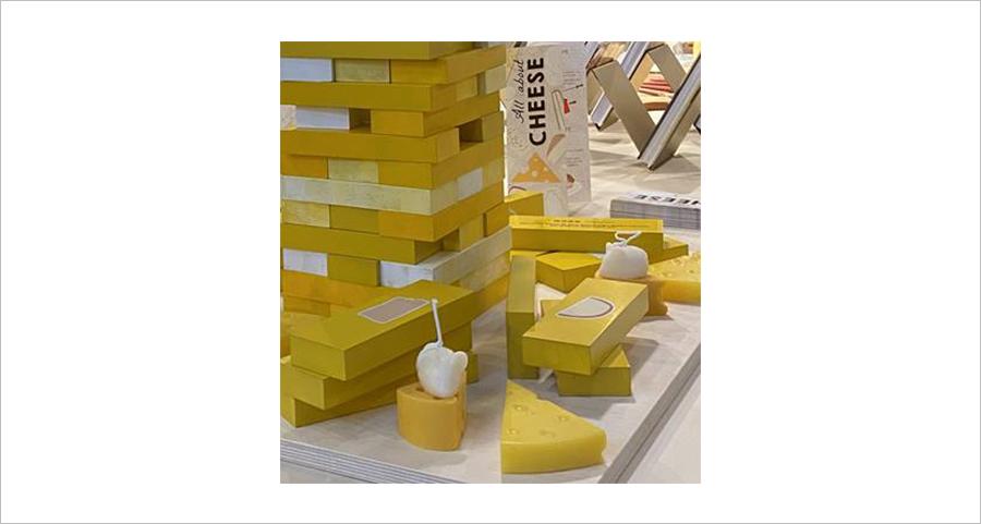 현대카드 쿠킹 라이브러리에 설치돼 있는 치즈 조형물.속설과 달리 쥐는 치즈보다 단맛이 든 음식을 선호한다고 한다.