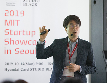 Bae Kyeong-hwa, head of AI Business Division from Hyundai Card, talks about the company's efforts to improve AI-enabled data analysis system.