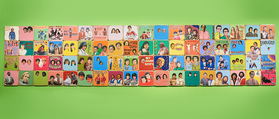 This piece consisting of Brazilian musicians' album covers in the 1980s allows you to see the Brazilian pop culture that OSGEMEOS grew up together. They are OSGEMEOS's source of inspiration.