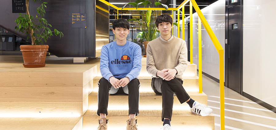 Park Jihwan and Kim Juntae (from left to right), Corona-Nearby developers poise for a camera during their tour of the Hyundai Card headquarters on Feb. 17. Choi Juwon and Lee Inwoo were not able to join the tour dueto personal business they needed to attend to.