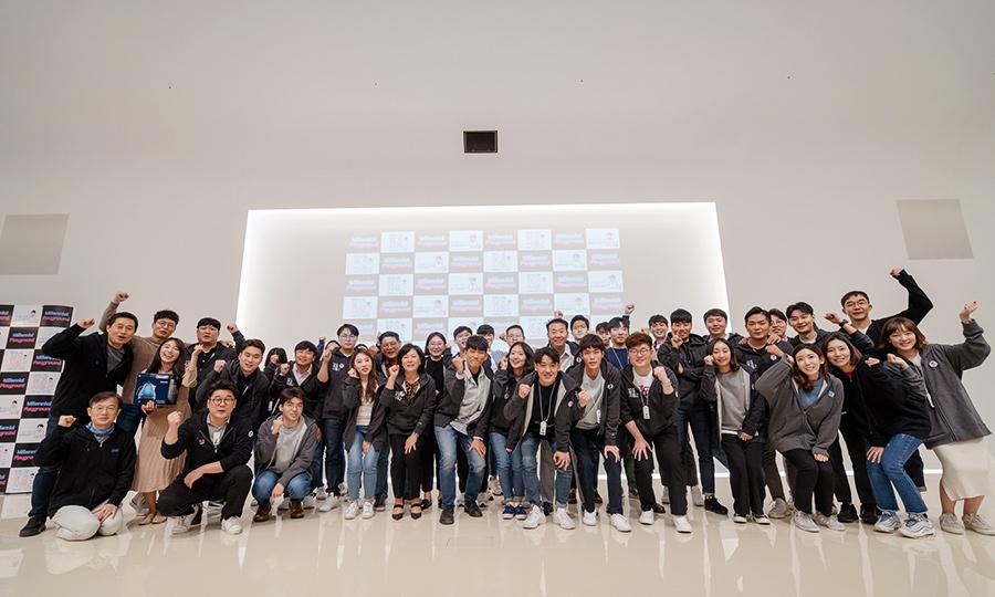 '접수-오리엔테이션-예선-특강-본선' 총 5단계에 걸쳐 실제 사업에 접목시킬 아이디어를 선정하는 밀참시는 참가인원이 44개 팀 127명에 이를 정도로 관심이 뜨거웠다.