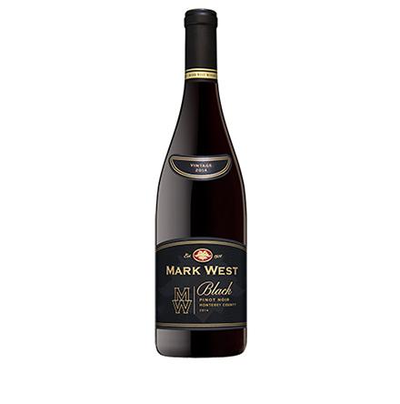 값 비싼 피노누아 품종의 와인을 합리적인 가격에 누리고 싶다면 마크 웨스트 블랙 피노누아를 추천한다.