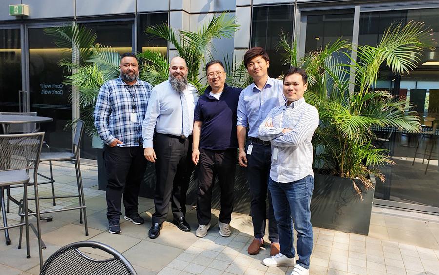 김태웅 과장(가운데)과 현대캐피탈 호주(HCAU) 직원들