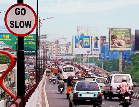 출근길 도로를 가득 매운 수많은 차량들 (출처=gettyimagesBank.com)