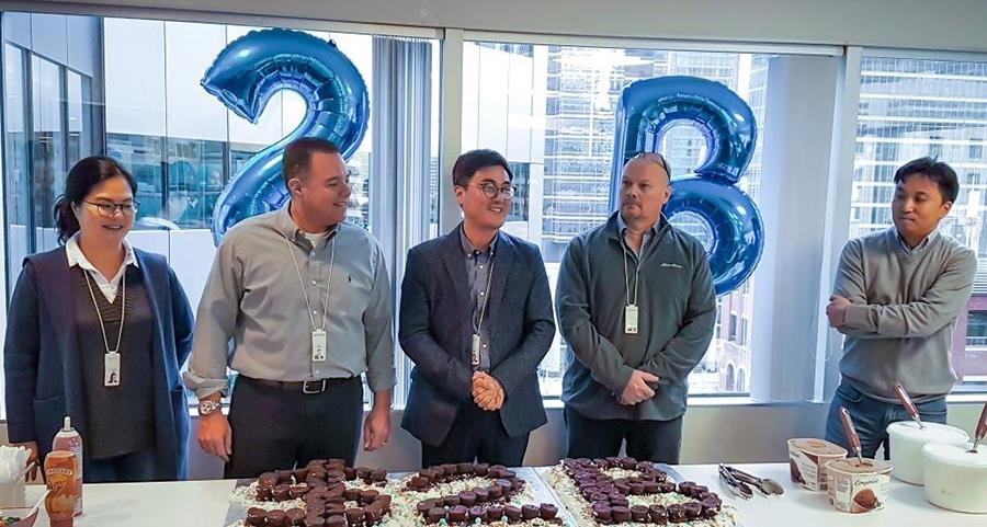 HCCA는 2019년 말 자산규모 20억 달러를 축하하며 직원들과 함께 특별한 세레모니를 진행했다.