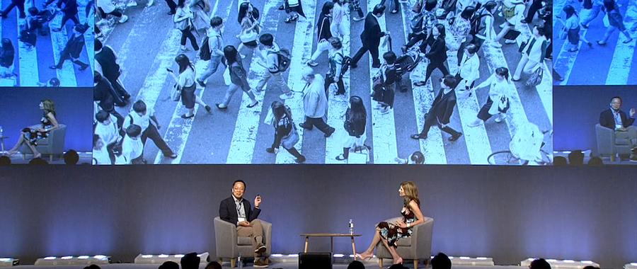 "Hyundai Card Vice Chairman Ted Chung explains Hyundai Card's digital transformation at ""SAP Executive Summit 2019"" in July 2019. (Source = sapstroyhub.co.kr screen capture)"