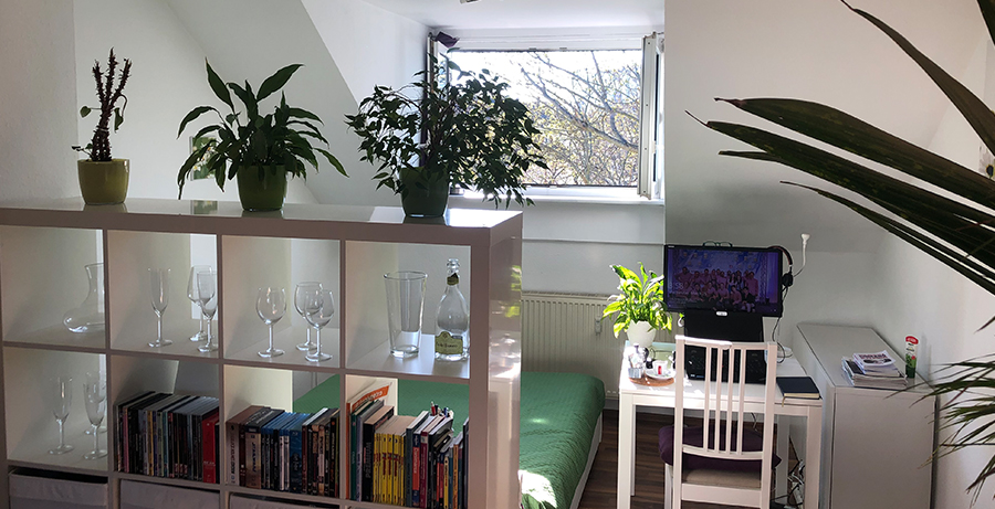 A winner of the Global Workspace Decoration Contest hosted by Hyundai Card•Hyundai Capital in June 2019, Pier Luigi Di Lembo did a great job of creating his home office as he started working from home.